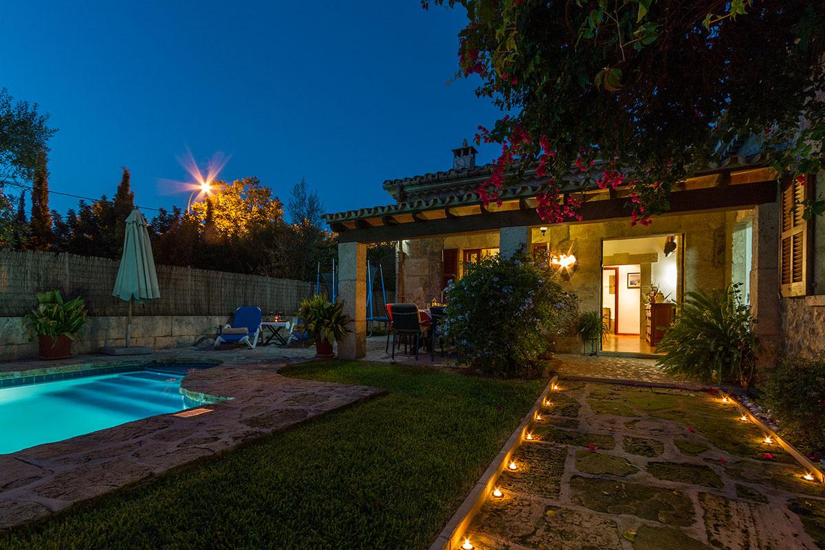 Constructora en tarragona reformas brand n reformas for Casas de campo con jardin y piscina