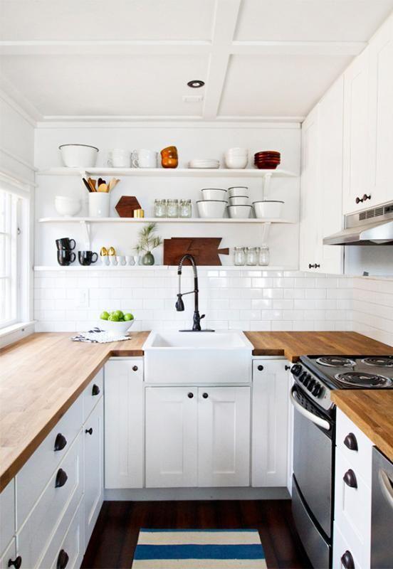 reforma de cocina pequeña. en blanco y madera