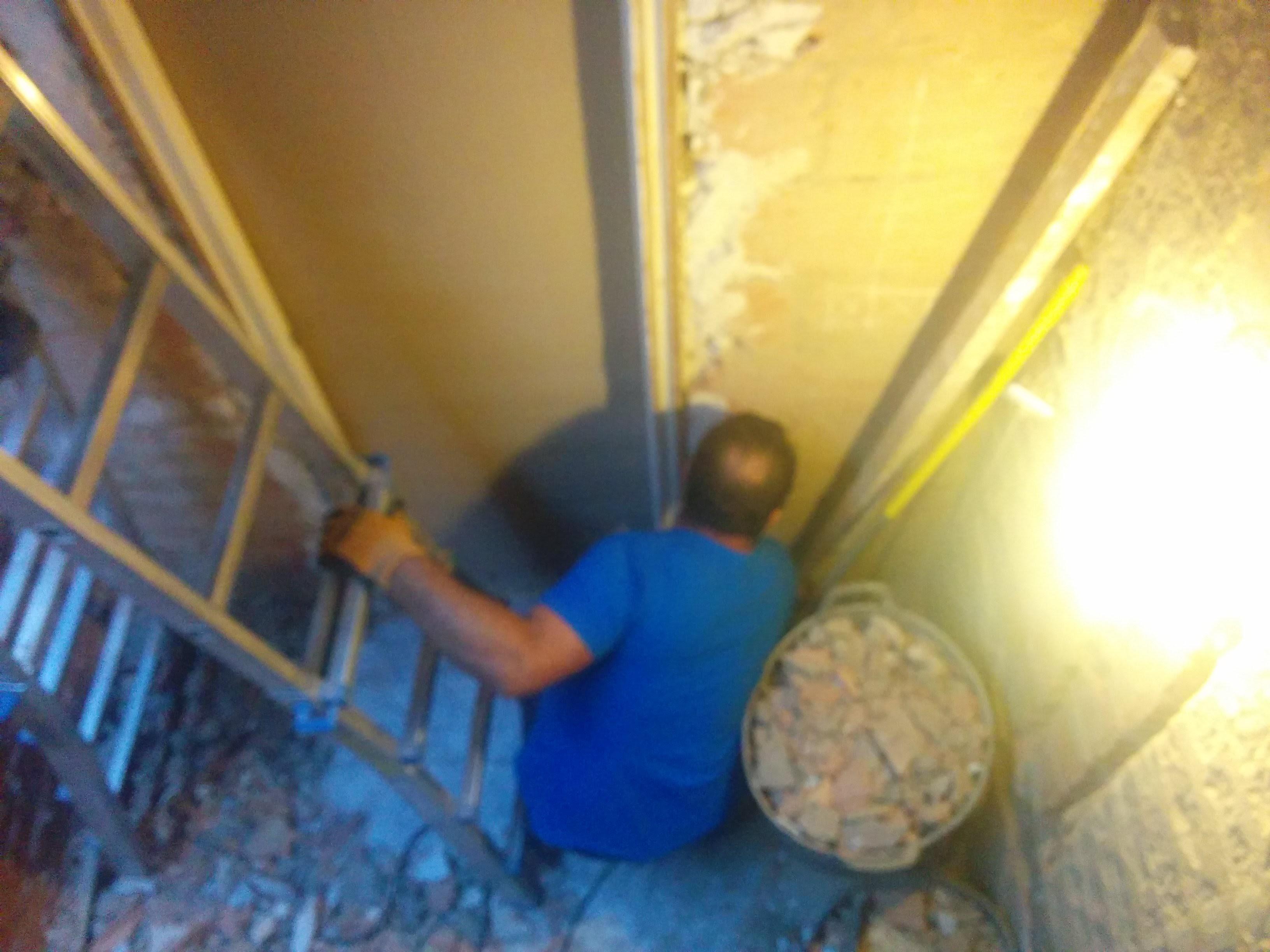 Reforma Baño Quitar Banera:Reforma de baño en Tarragona, ¡Hoy toca demoler! 🙂 – Reformas